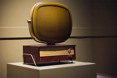 top 16 bizarre and weird television sets gadget him