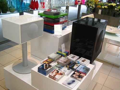 Geneva Sound System iPod Speaker 6