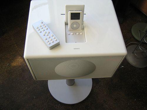 Geneva Sound System iPod Speaker 8